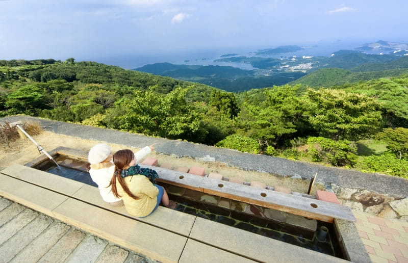 Delight in a foot bath and see the spectacular views of the Ise Shima Skyline