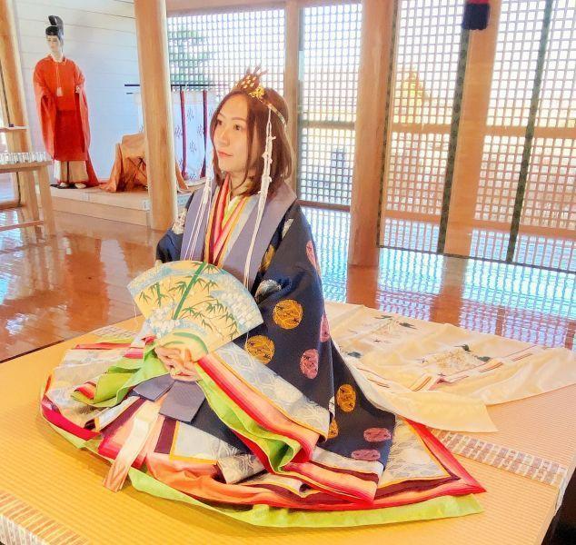 还琢磨去日本穿千篇一律的和服吗?试试平安时期的十二单装束,更加豪华与正统的美