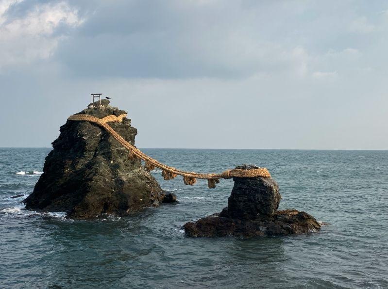 去伊势神宫前,先去海边的二见兴玉神社拜一拜,入手恋爱成就,夫妻圆满的护佑吧