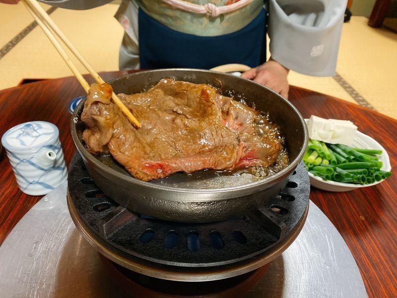 都说松阪牛好吃,到底怎么吃才对?在百年老铺「牛银」,我尝到了今生最棒的寿喜烧