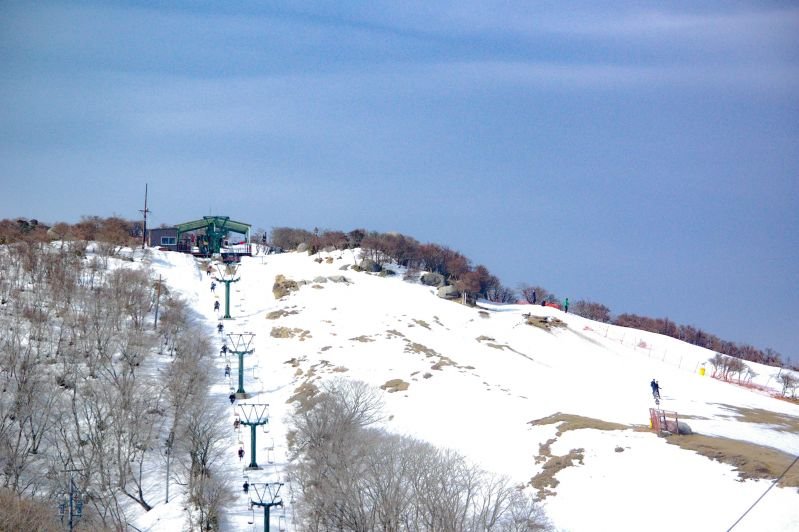 Gozaisho Ski Resort- full of smiles of children. Going into a spacious silver world just by a ropeway ride !