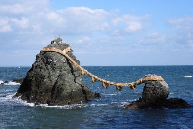 Hinjitsukan and Meoto Iwa: A Froggy Stroll Along the Coast of the Ise Bay