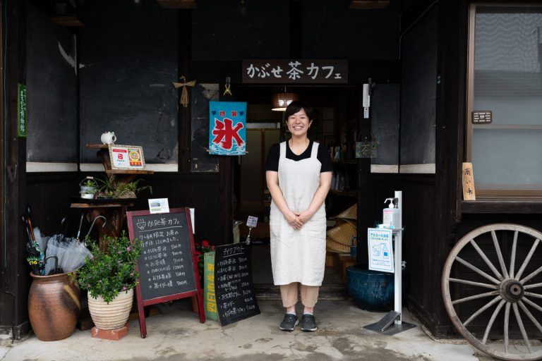 A change of pace in the daily life of a matcha farmer.  You can enjoy a leisurely countryside experience at Kabusecha Cafe.