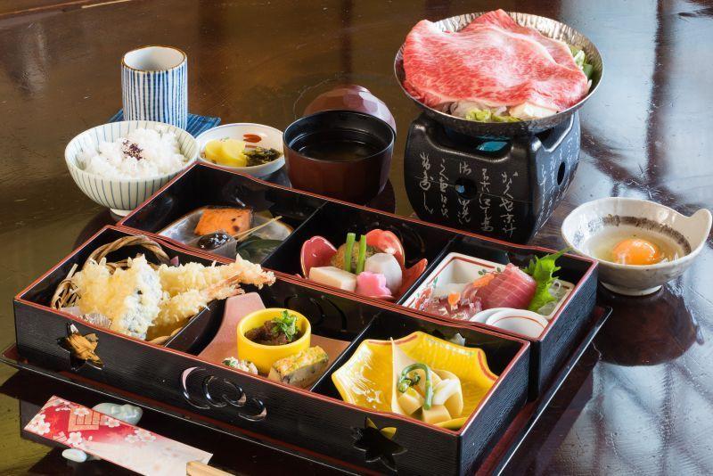 """""""โชโตอัน""""ร้านอาหารและกาแฟที่มีโกดังสินค้าแบบดั้งเดิม"""