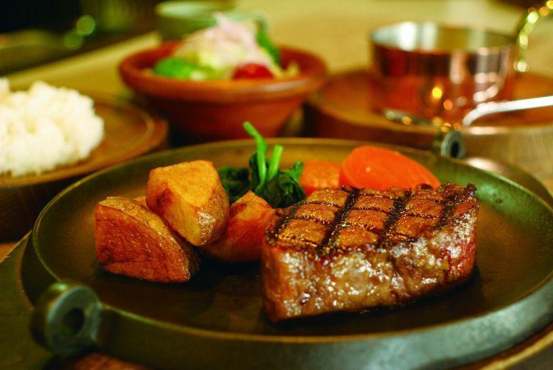 在「牛肉俱樂部 聖誕節(BEEF CLUB NOEL)」品嘗牛排!