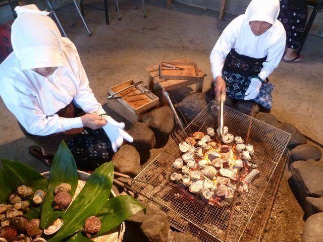 熱呼呼的網烤海鮮超美味!快來體驗海女小屋吧!
