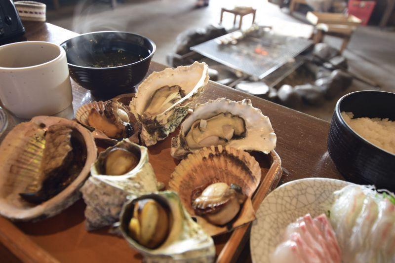 海女小屋「八幡窯」¸在外國的觀光客中,有著相當大的人氣!您可以和日本海女們留下一個寶貴的體驗。
