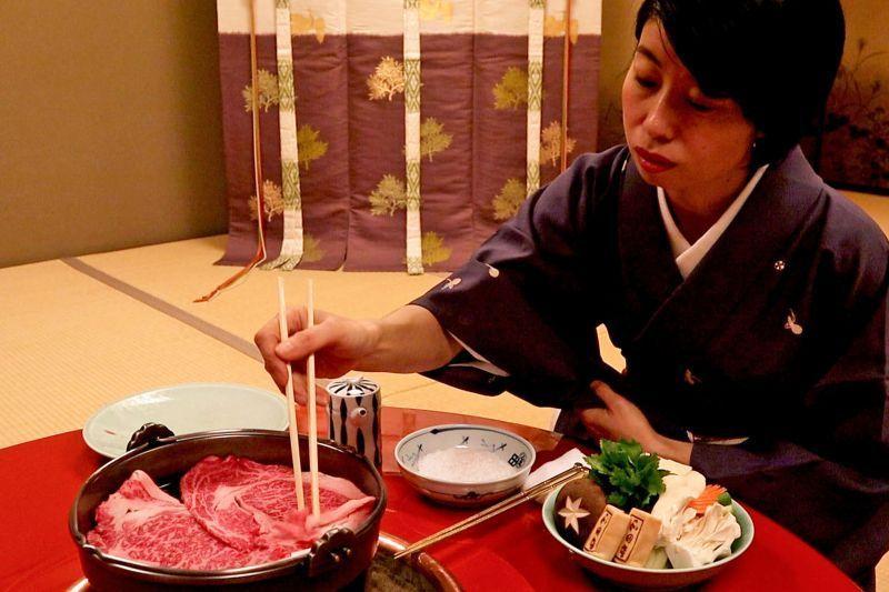松阪牛:自古受到皇室、政治家、企業家、文學家們青睞的「和田金」, 壽喜燒是一場華麗演出的五感享受。