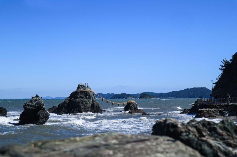 神話讓旅行更有意境!先訪夫婦岩的神聖,再訪賓日館的日本建築精萃,這裡是最接近神仙鄉的美麗國度。