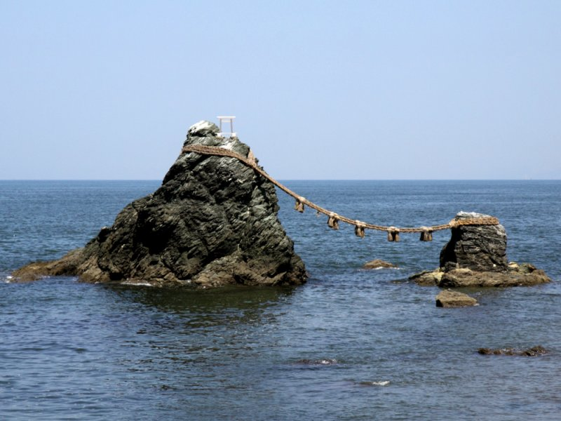 Meotoiwa (rocks of the married couple)